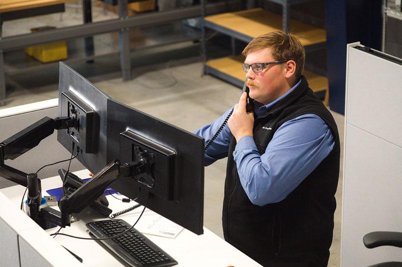 employee-on-phone
